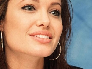 Angelina-Jolie-1359-piacenza.jpg