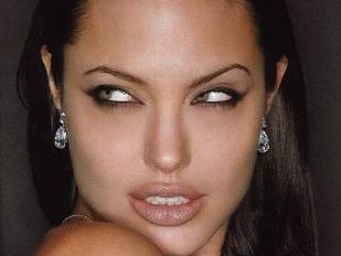 Angelina-Jolie-4458-piacenza.jpg