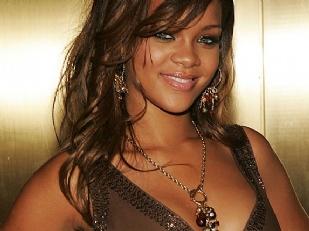 Rihanna-nuda-T9511-piacenza.jpg