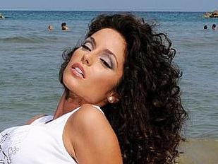 Raffaella-Fico13954-piacenza.jpg