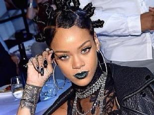 Rihanna-nuda-pe14603-piacenza.jpg
