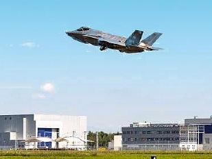 Vola-il-primo-F16697-piacenza.jpg
