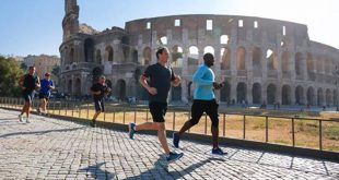 Mark Zuckerberg fa jogging al Colosseo. Mr. Facebook stregato da Roma