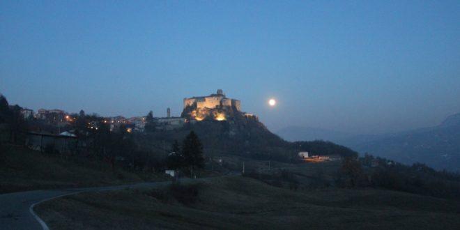 castello-di-bardi-con-luna