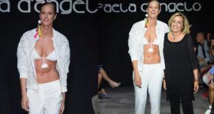 Federica Pellegrini si tuffa in passerella. Addominali scolpiti alla Milano Fashion Week