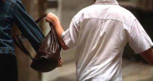 Via Bolzoni. 58enne vittima di scippo. In corso indagini da parte della polizia