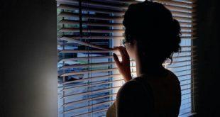 Persecuzioni e sassi contro la finestra dell'ex cognata. 60enne arrestato