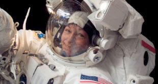 Passeggiata nello spazio da record per l'astronauta americana Peggy Whitson