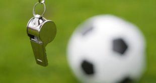 Calcio giovanile. Tifoso tenta di colpire l'arbitro con una mazza ma viene fermato