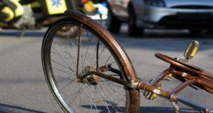 Viale Dante. Ciclista investita all'incrocio rimane ferita. Non sarebbe in pericolo di vita