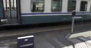 """Controllore accoltellato sul treno. La Procura di Lodi: """"Tutto inventato"""""""