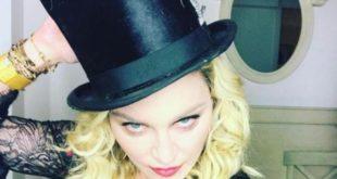 """Strana routine per Madonna. """"Dopo il bagno nel ghiaccio bere l'urina fa bene"""""""
