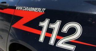 Ubriaco non si ferma all'alt dei carabinieri, poi tenta la fuga. Scatta la denuncia