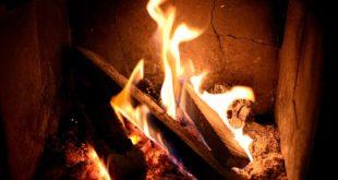 Nibbiano. Accende il camino e si scatena l'incendio. Sul posto i vigili del fuoco
