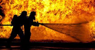 Fiorenzuola. Vigili in azione per spegnere l'incendio in una palazzina