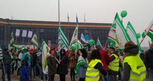 Sciopero Amazon, manifestanti davanti alla sede di Castel San Giovanni. È guerra sulle adesioni