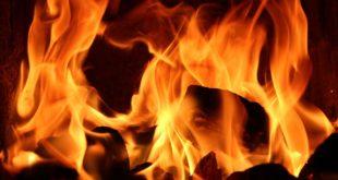 Barbecue dopo avere imbiancato la casa, ma si scatenano le fiamme. Due i feriti