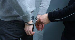 Ai domiciliari, hashish nell'abitazione. 23enne arrestato