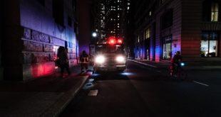 Incidente nella notte, auto si schianta contro un albero. Ferito 19enne