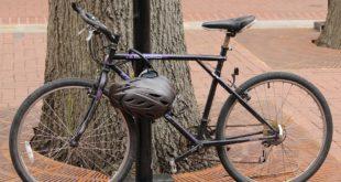 Tenta di sradicare un palo al quale era legata una bici. Denunciato 35enne