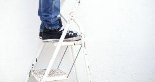 Ancarano. Anziano cade da una scala, trasportato all'ospedale
