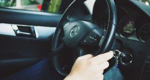 Alla guida con una patente falsa fotocopiata. Scatta la denuncia per un 40enne