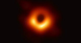 Incredibile foto dallo spazio. Fotografato per la primissima volta un buco nero