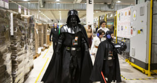 Amazon: il fan club di Star Wars in visita al magazzino di Castel San Giovanni