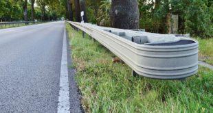 Albarola. Automobile fuori controllo si schianta contro il guardrail