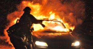 Auto prende fuoco dopo lo schianto in via Gadolini. 2 morti