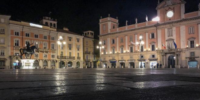 Piacenza piazza cavalli notte