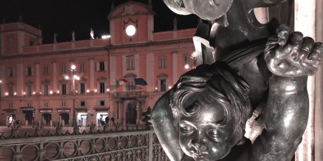 Piacenza, Piazza Cavalli, Mochi