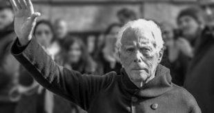 Giorgio Armani vicino alla sua Piacenza. Dona 2 milioni, produce camici e scrive ai sanitari