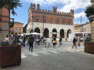 Mercato piazza Cavalli