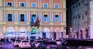 Parcheggi selvaggi in Piazza Cavalli. Perché non si interviene?