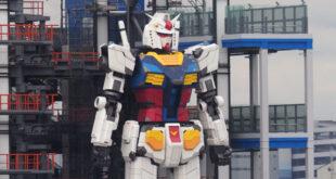 Giappone. Gundam a grandezza naturale muove i primi passi