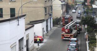Incendio in via Locati. Intervengono i Vigili del Fuoco